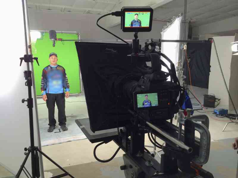 Live streaming green screen product intro.
